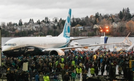 737MAX; 737MAX-8; 737MAX Rollout; Renton Factory; Crowds around plane ; K66476-17; 2015-12-08